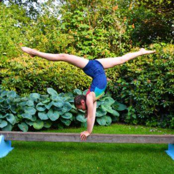 Wedstrijdturnen-meisjes-handstand-spagaat-RSV Renata-Turnen