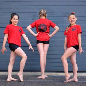 drie meisjes_roode tshirt_achterkant_Renata_2
